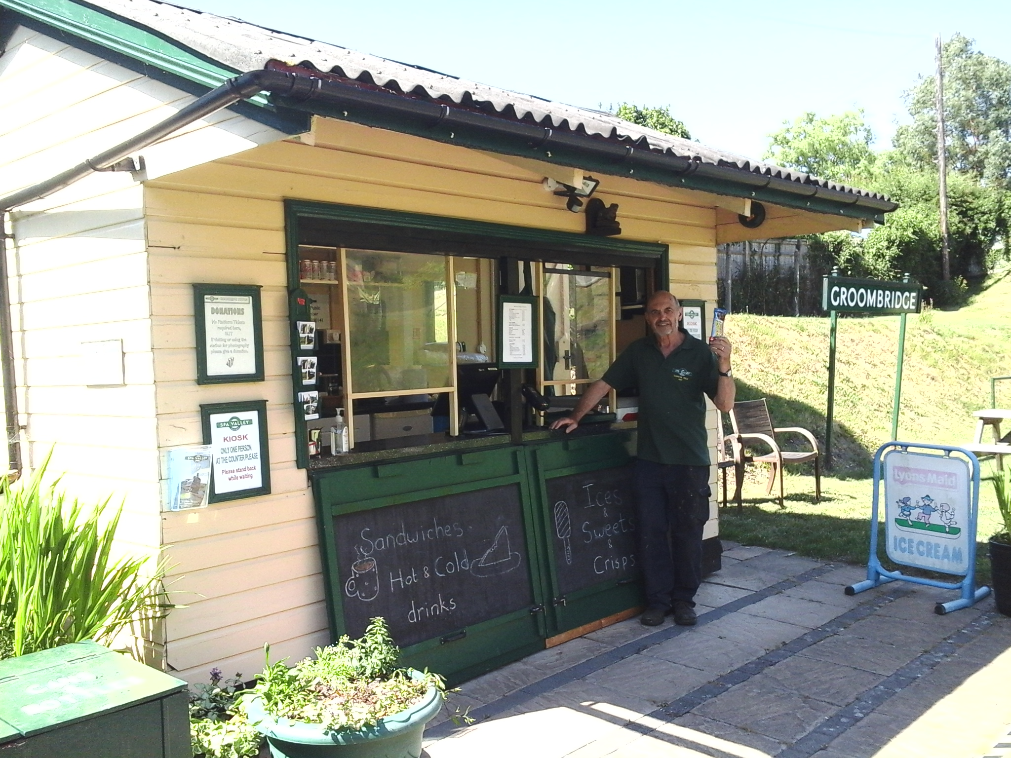 Groombridge Kiosk is OPEN at Weekends!